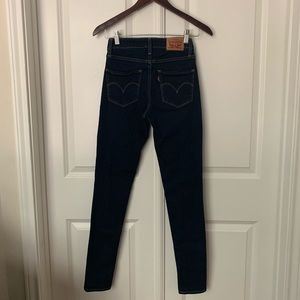 Levi's 721 High rise skinny in dark wash